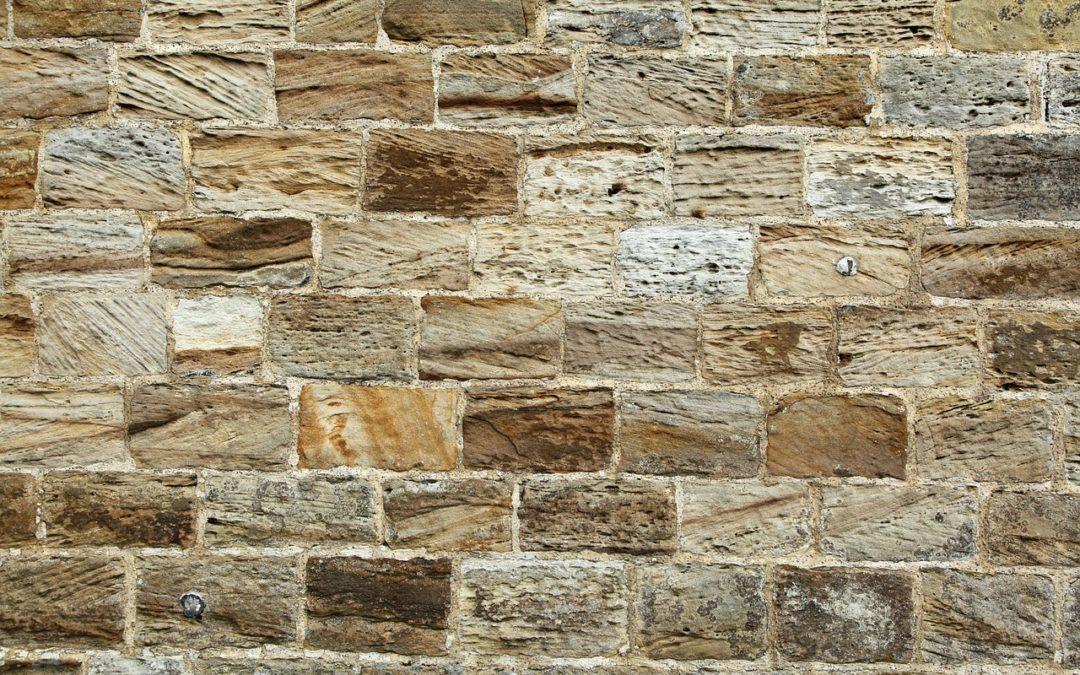 Wandfliesen und Verblendsteine verschönern viele Räume und Wände