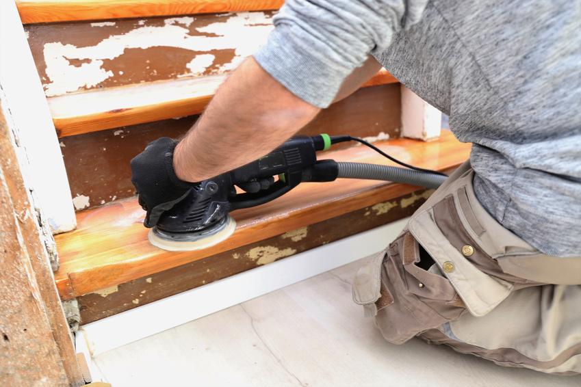 Alte Holztreppe wird renoviert