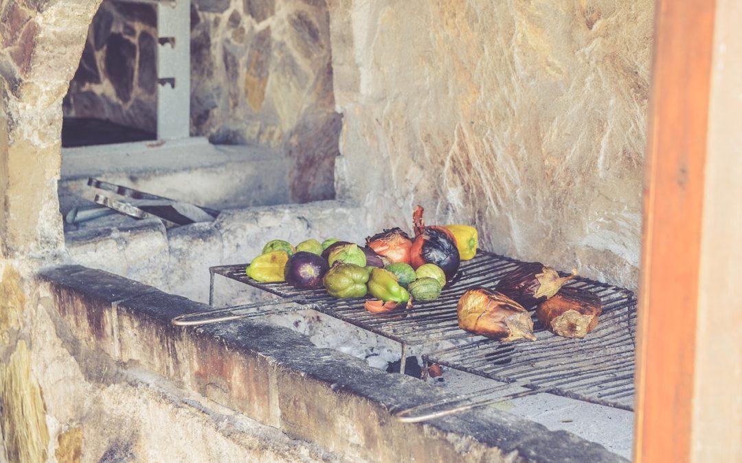 Von heiß bis romantisch – Vorteile eines Grillkamins