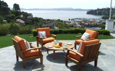 Neuer Terrassenbelag – robuster Beton, schicke Fließen, warmes Holz