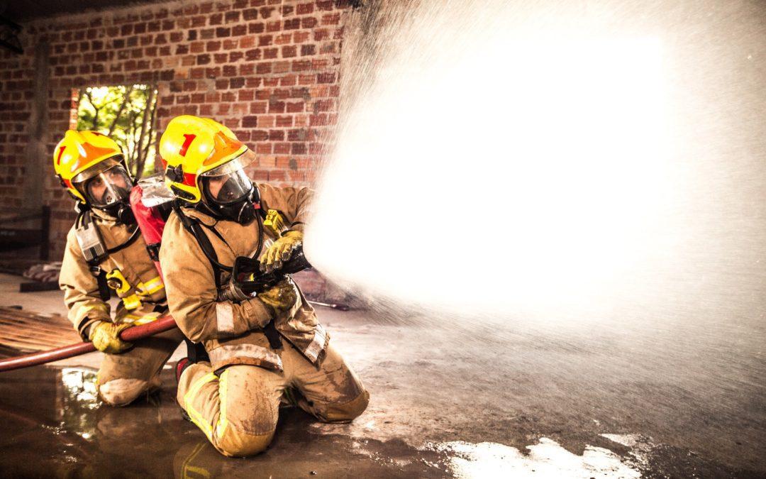 Über die Mittel bei der Feuerbekämpfung – Maßnahmen gegen Brände nach ASR A2.2